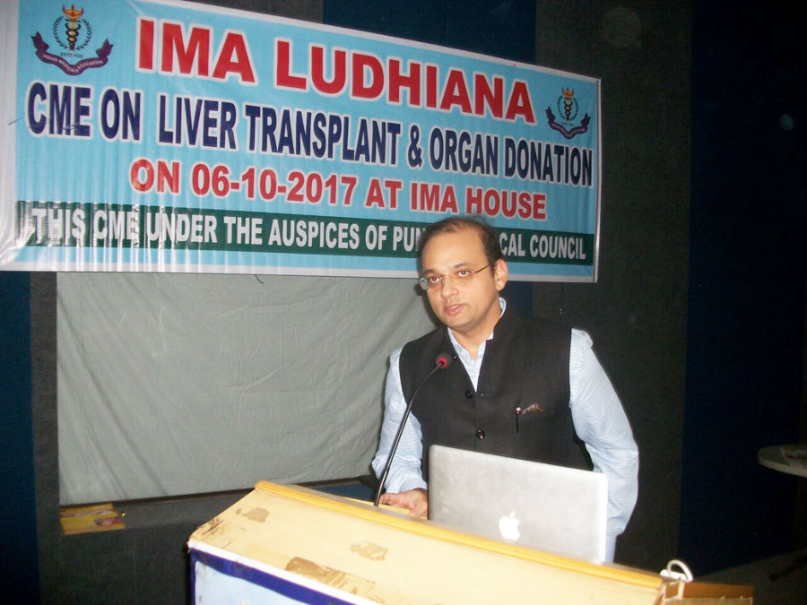 Dr. Dhir delivering lecture on Liver Transplantation